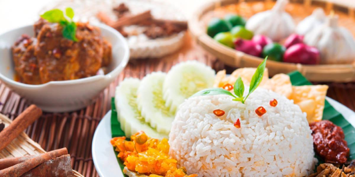 Taste the delicacies of Malaysia.
