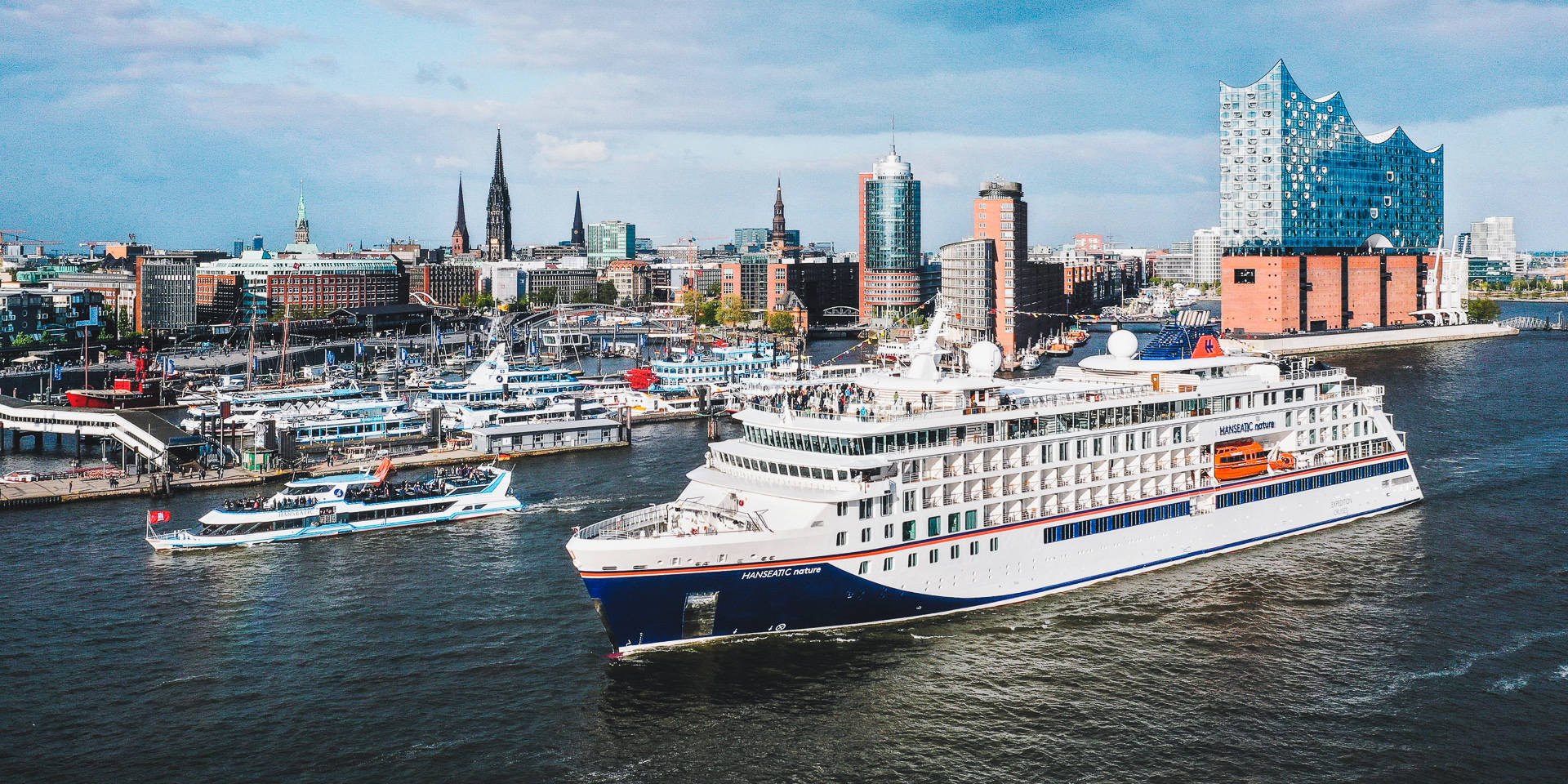 """Hamburg. Jungfernfahrt Expeditionskreuzfahrtschiff """"Hanseatic nature"""" von Hapag-Lloyd Cruises"""