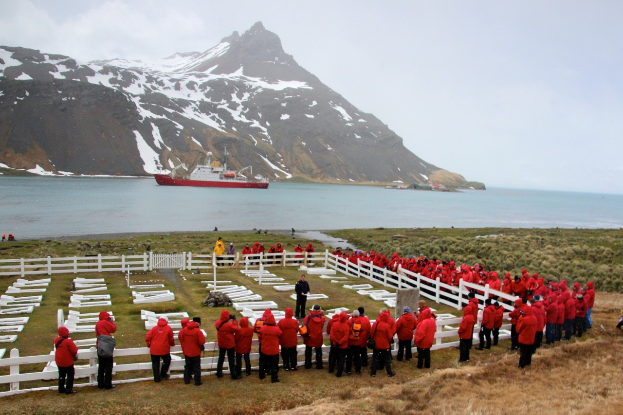 Antarktis_Kreuzfahrt_Bremen_Grytviken_Grab_pushreset