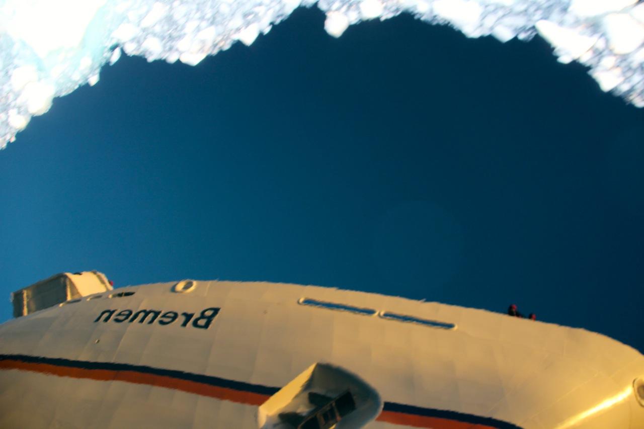 Antarktis_Kreuzfahrt_Bremen_Lemaire-Kanal_Spigelung_pushreset