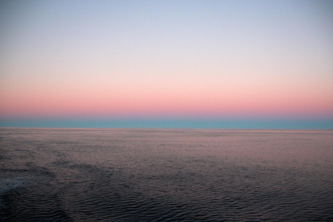 Antarktis_Kreuzfahrt_Bremen_Sonnenuntergang_Blau_pushreset