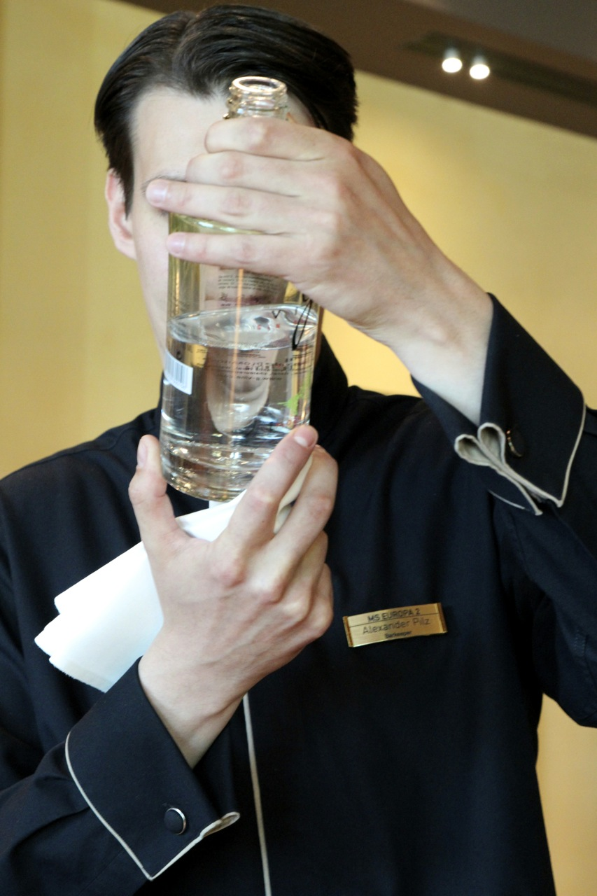 EUROPA 2, Gin Tasting an Bord. ©Susanne Baade, push:RESET