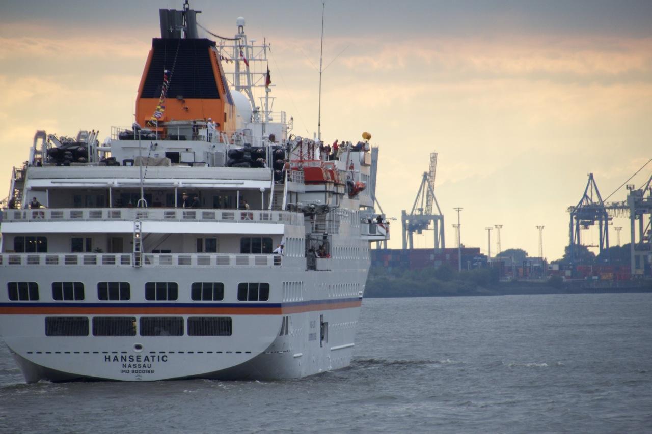 Abfahrt HANSEATIC Hamburg. ©Dirk Lehmann