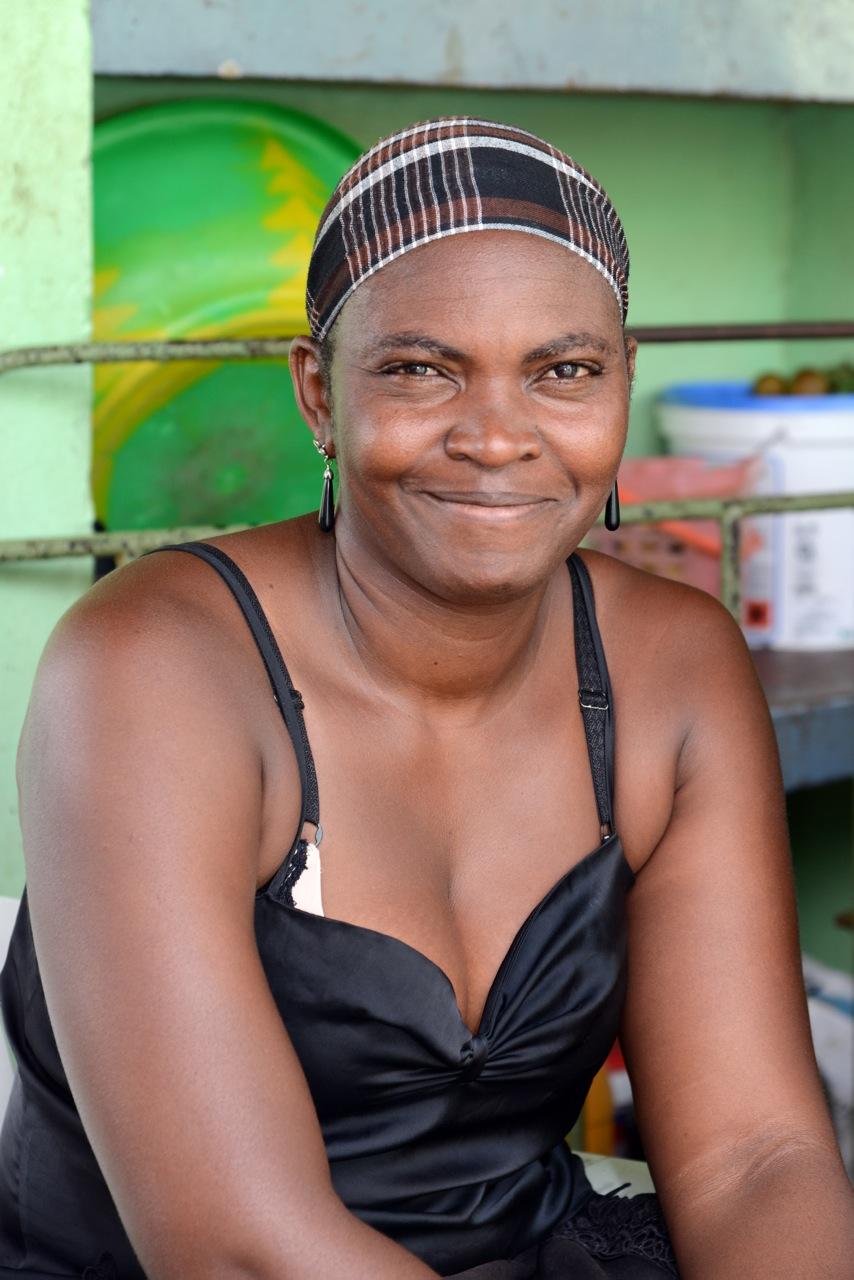 15.10_InselSal_KapVerden_Marktfrau in einem klenien Dorf_sehr freundliche Menschen
