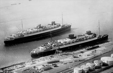 """Bremerhaven, Schiffe """"Europa"""" und """"Bremen"""""""
