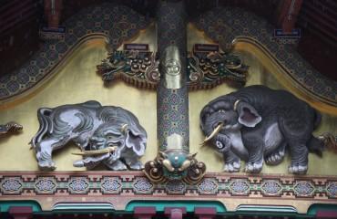 19 Elefanten am Reisspeicher