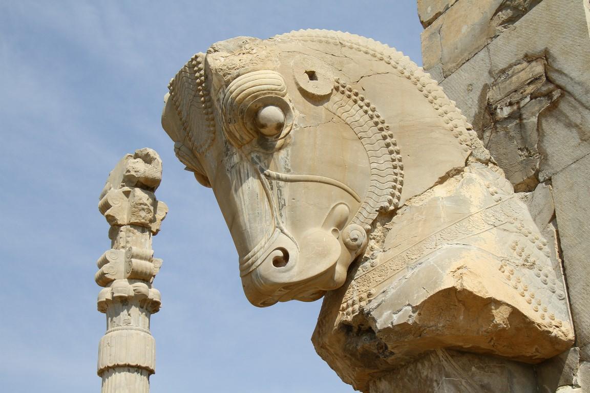 121a Stier vor dem 100 Säulen Saal (Copy)