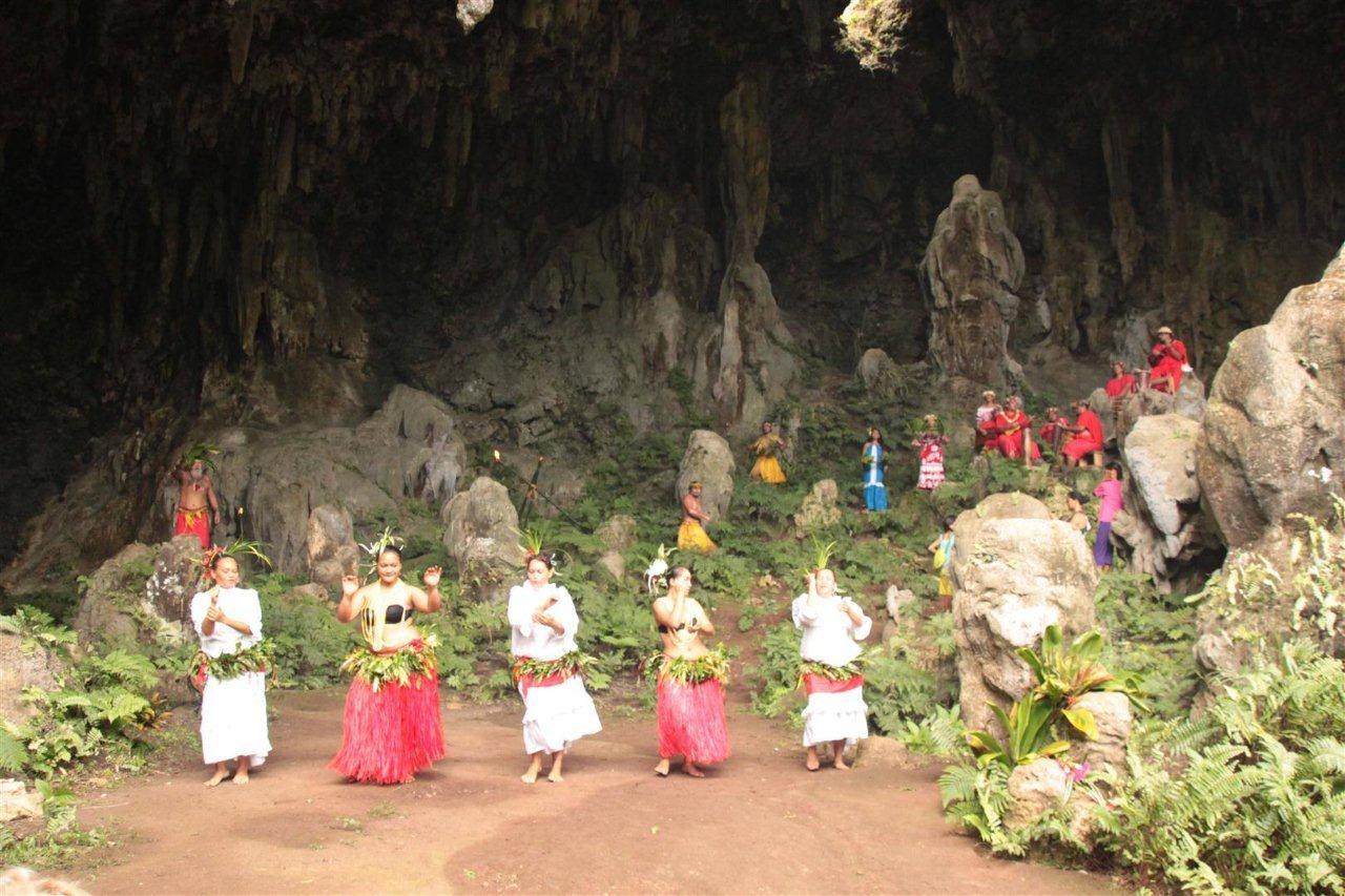 Rurutu - Höhle (Large)