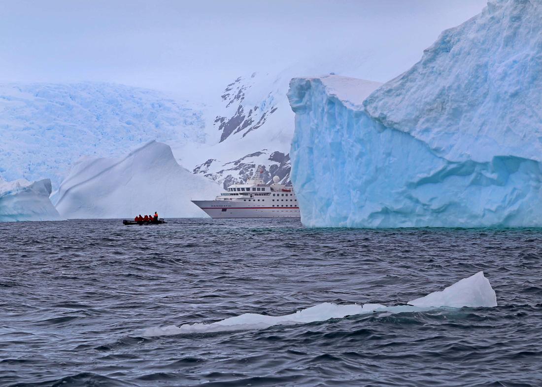 HANSEATIC-Antarktis-Hapag-Lloyd-Cruises-6