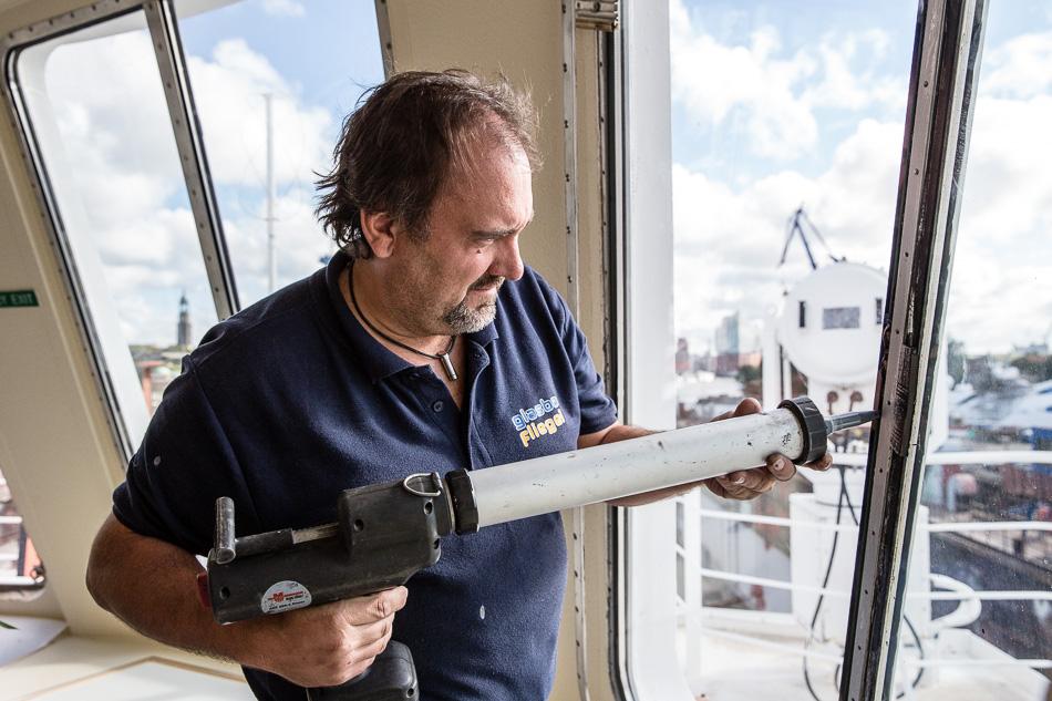 Werftaufenthalt MS BREMEN bei Blohm + Voss in Hamburg. Hapag-Lloyd Cruises
