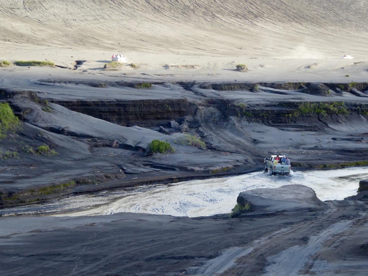 Fahrt durch die Aschefelder zum Vulkan - Heike Fries (1)