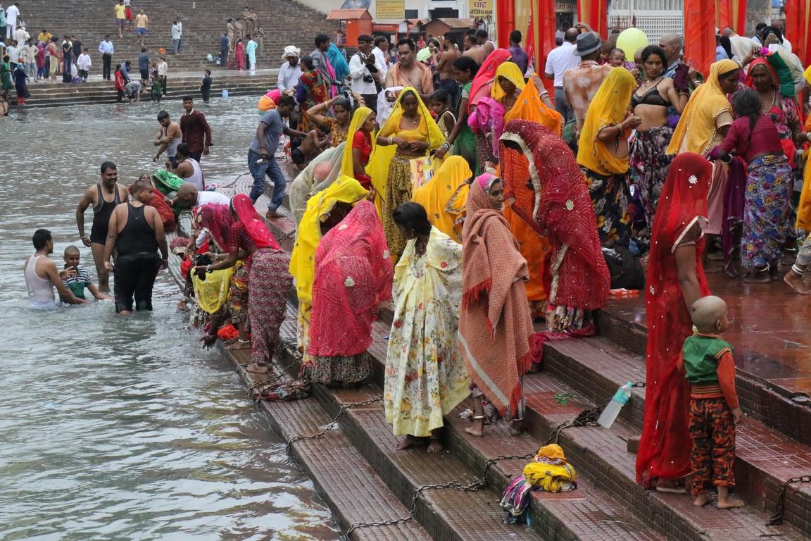 94 Pilgerinnen am Ganges, Haridwar (Copy)
