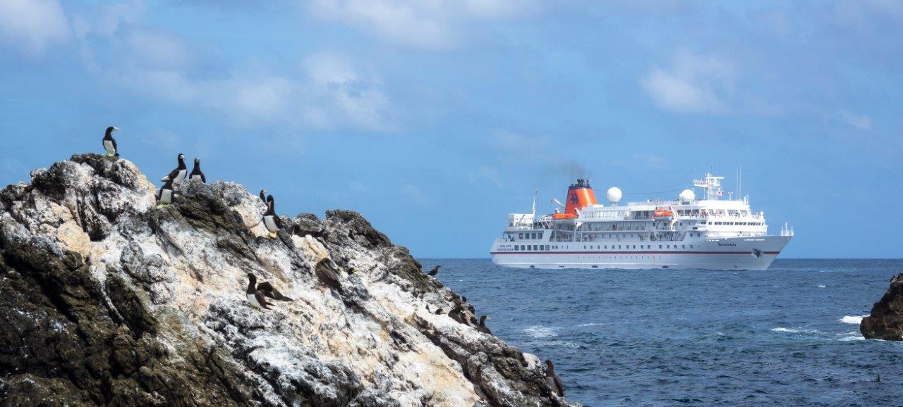 MS Bremen vor Peter und Paul Insel