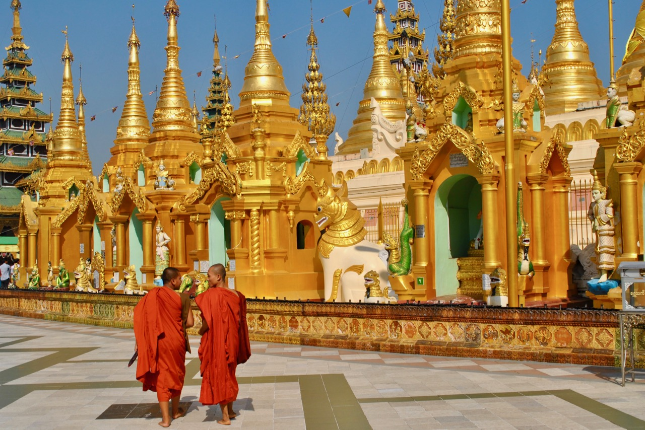 Moenche_Shwedagon Pagode