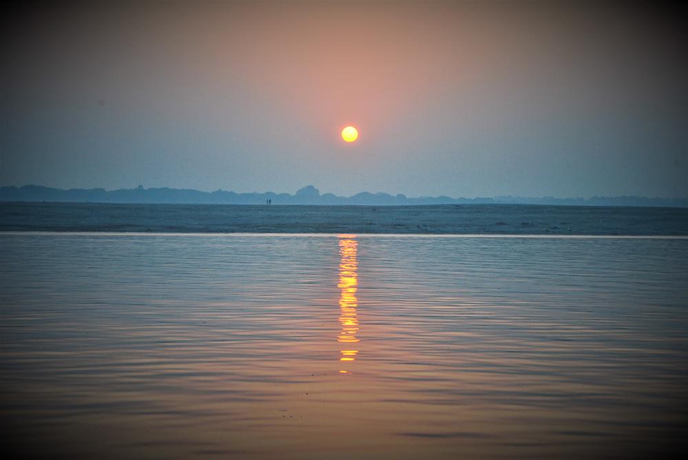 Sonnenaufgang ber dem heiligen Flu Ganges-6