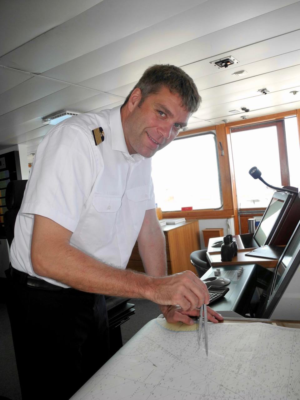 Kapitaen-Axel-Engeldrum-beim-Vermessen-des Atlantiks
