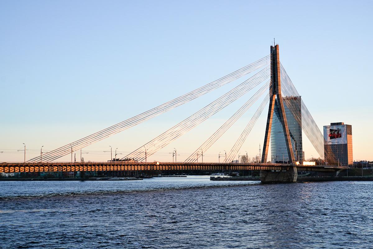 DSC06529 Riga - Vanšu-Brücke im Abendlicht