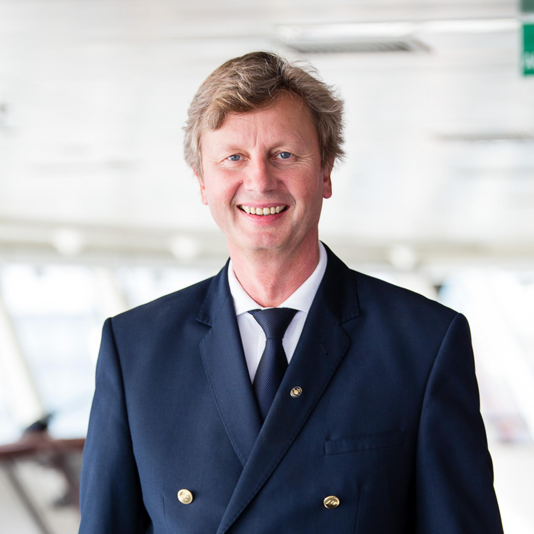 EUROPA2, Kapitän Ulf Wolter auf der Brücke. Foto: Susanne Baade.
