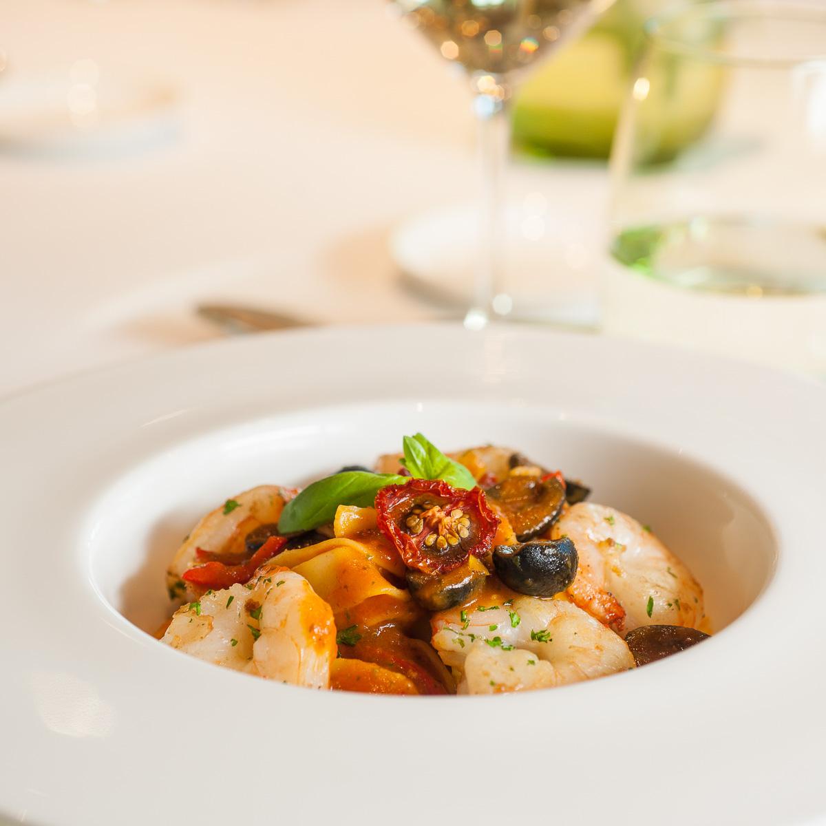 """MS Europa 2: Restaurant """"Serenissima""""."""