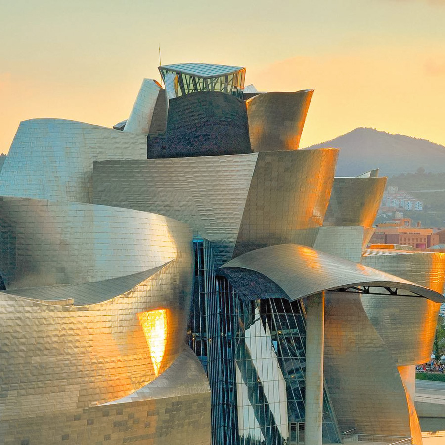 Lizenzfreies Kaufbild, ex alamy, AT2RX4, Guggenheim Museum, Bilbao, GUGGENHEIM MUSEUM BILBAO,(BILBO), EUSKADI, BISKAY, NORTH SPAIN BUILT BY ARCHITECT FRANK O GEHRY, GUGGENHEIM; MUSEUM; ARCHITECTURE; BASQUE; COUNTRY; BEND; BENDS; BILBAO; BILBO; BISCAY; BIZKAIA; BUILDING; MUSEO; BUILDINGS; CITIES; CITY; COLOR; COLOUR; CONTEMPORARY; ART; CURVE; CURVES; EUROPE; EUSKADI; EUSKAL; HERRIA; EXTERIOR; FRANK; O; GEHRY; FUTURISTIC; GUGGENHEIM; MUSEUM; MUSEUM; MUSEUMS; OUTDOOR; OUTDOORS; OUTSIDE; SPAIN; TRAVEL; TRAVELS; VIZCAYA; VERTICAL; GRAFICART; NET; GRAFICART, www.alamy.com/image-details.asp?aref=AT2RX4