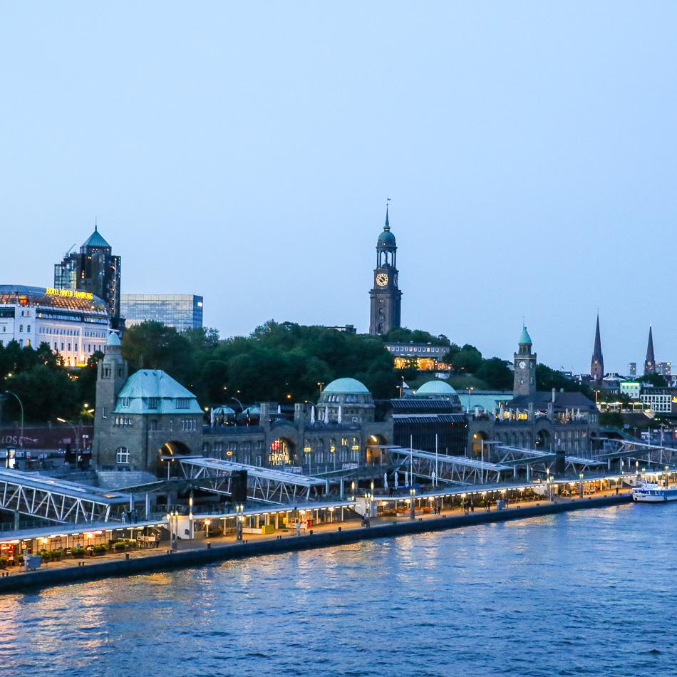 EUROPA, Einfahrt Hamburg, Elbe. ©Susanne Baade, Passagen Blog