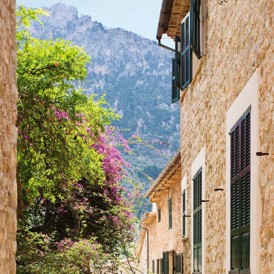 Gasse in Fornalutx, Mallorca, Balearen, Spanien, Europa